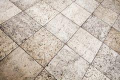 Παλαιά καφετιά γκρίζα σύσταση επικεράμωσης πατωμάτων πετρών στοκ φωτογραφία