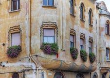 Παλαιά κεντρικά σπίτια κωμοπόλεων στη ρουμανική δυτική πόλη Timisoara Στοκ Εικόνες