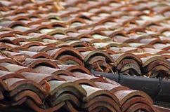 παλαιά κεραμίδια στεγών Στοκ Εικόνες