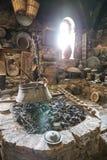 Παλαιά κουζίνα δίπλα στα εργαλεία κουζινών του μεγάλου μοναστηριού Meteoron Στοκ Εικόνες