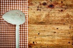 Παλαιά κουτάλα κουζινών μετάλλων Στοκ φωτογραφίες με δικαίωμα ελεύθερης χρήσης