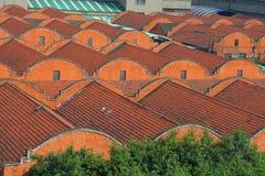 Παλαιά κτήρια αποθηκών εμπορευμάτων ενός παλαιού εργοστασίου που χτίζεται από τους ρωσικούς λαούς Στοκ Εικόνα