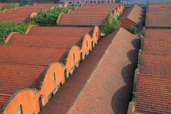 Παλαιά κτήρια αποθηκών εμπορευμάτων ενός παλαιού εργοστασίου που χτίζεται από τους ρωσικούς λαούς Στοκ Φωτογραφίες