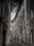 Παλαιά κτήρια και νεφελώδης ουρανός στην Τουλούζη Γαλλία Στοκ φωτογραφία με δικαίωμα ελεύθερης χρήσης