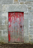 Παλαιά κόκκινη πέτρινη πόρτα σιταποθηκών στοκ εικόνες με δικαίωμα ελεύθερης χρήσης