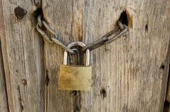 Παλαιά κλειδαριά με την αλυσίδα Στοκ Εικόνα