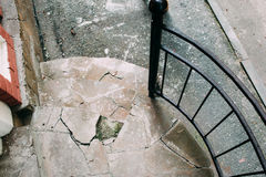 Παλαιά μέρος πετρών και σκαλοπάτια, φωτογραφία οδών Στοκ εικόνα με δικαίωμα ελεύθερης χρήσης