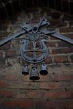 Παλαιά μαύρα κουδούνια επεξεργασμένου σιδήρου Στοκ Φωτογραφίες