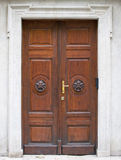 Παλαιά μεγάλη ξύλινη πόρτα - πύλη πορτών στοκ φωτογραφίες με δικαίωμα ελεύθερης χρήσης