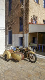 παλαιά μοτοσικλέτα με μια καρότσα στοκ φωτογραφία με δικαίωμα ελεύθερης χρήσης