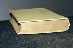 Παλαιά μουχλιασμένη πράσινη βίβλος Στοκ φωτογραφία με δικαίωμα ελεύθερης χρήσης