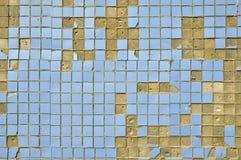 Παλαιά μπλε κεραμίδια στον τοίχο. Στοκ Εικόνες