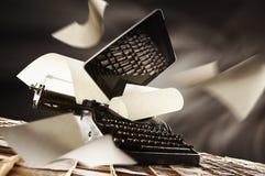 Παλαιά νέα γραφομηχανή ε στοκ εικόνες