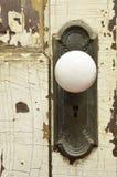 Παλαιά ξεπερασμένη λεπτομέρεια εξογκωμάτων πορτών Στοκ Εικόνες