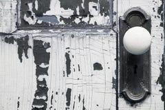 Παλαιά ξεπερασμένη λεπτομέρεια εξογκωμάτων πορτών Στοκ φωτογραφία με δικαίωμα ελεύθερης χρήσης