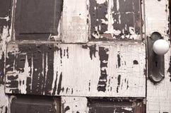 Παλαιά ξεπερασμένη πόρτα κοντά επάνω Στοκ Φωτογραφίες