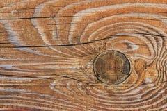 Παλαιά ξεπερασμένη ραγισμένη τραχιά κατασκευασμένη σανίδα με τον κόμβο Στοκ εικόνα με δικαίωμα ελεύθερης χρήσης