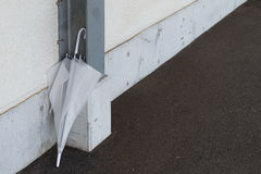 Παλαιά ξεχασμένη ομπρέλα Στοκ Εικόνα