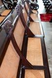 Παλαιά ξύλινα και ψάθινα Pews εκκλησιών Στοκ φωτογραφίες με δικαίωμα ελεύθερης χρήσης