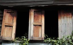 Παλαιά ξύλινα Windows Στοκ Εικόνα