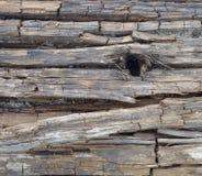 Παλαιά ξύλινη γεωμετρική σύσταση με μια σκοτεινή τρύπα Στοκ φωτογραφία με δικαίωμα ελεύθερης χρήσης