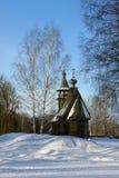 Παλαιά ξύλινη εκκλησία, χειμώνας στοκ εικόνες