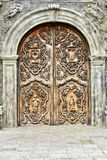 Παλαιά ξύλινη καθολική πόρτα Στοκ Εικόνες