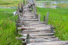 Παλαιά ξύλινη μακριά γέφυρα Στοκ φωτογραφία με δικαίωμα ελεύθερης χρήσης