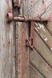Παλαιά ξύλινη πόρτα με το παραθυρόφυλλο ανασκοπήσεις που τίθεν&tau Στοκ Εικόνα