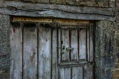 Παλαιά ξύλινη πόρτα Στοκ εικόνες με δικαίωμα ελεύθερης χρήσης