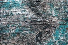 Παλαιά ξύλινη σανίδα με τα υπολείμματα του ραγισμένου χρώματος Στοκ Φωτογραφία
