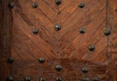 Παλαιά ξύλινη σύσταση πορτών με τα καρφιά μετάλλων Στοκ φωτογραφία με δικαίωμα ελεύθερης χρήσης