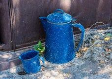 Παλαιά δοχείο και φλυτζάνι καφέ Στοκ φωτογραφίες με δικαίωμα ελεύθερης χρήσης
