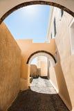 Παλαιά οδός στο νησί Santorini, Ελλάδα Στοκ εικόνα με δικαίωμα ελεύθερης χρήσης