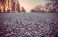 Παλαιά πέτρα επίστρωσης στο δρόμο Ένα ταξίδι μέσω της Ευρώπης, να κάνει ωτοστόπ Στοκ Φωτογραφία