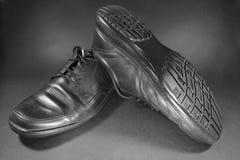 Παλαιά παπούτσια μαύρων Στοκ φωτογραφία με δικαίωμα ελεύθερης χρήσης