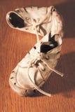 παλαιά παπούτσια μωρών Στοκ εικόνες με δικαίωμα ελεύθερης χρήσης