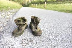 Παλαιά παπούτσια πεζοπορίας Στοκ φωτογραφία με δικαίωμα ελεύθερης χρήσης