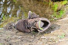 Παλαιά παπούτσια πεζοπορίας Στοκ Εικόνα