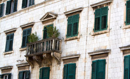 Παλαιά παράθυρα και πεζούλια Στοκ Εικόνες