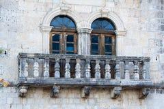Παλαιά παράθυρα και πεζούλια Στοκ Εικόνα