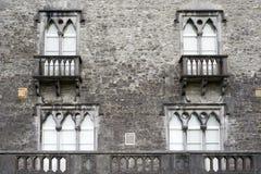 Παλαιά παράθυρα με το μπαλκόνι Στοκ φωτογραφίες με δικαίωμα ελεύθερης χρήσης