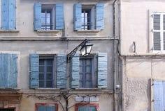Παλαιά παράθυρα προσόψεων Στοκ Φωτογραφία