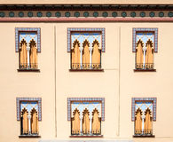 Παλαιά παράθυρα στο αραβικό ύφος στην Κόρδοβα Ισπανία - ΤΣΕ αρχιτεκτονικής Στοκ Εικόνες