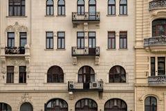 Παλαιά παραδοσιακή αρχιτεκτονική με τα σύγχρονα στοιχεία στη Βουδαπέστη HU Στοκ φωτογραφίες με δικαίωμα ελεύθερης χρήσης