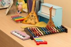Παλαιά παλαιά μουσικά όργανα παιχνιδιών Στοκ φωτογραφία με δικαίωμα ελεύθερης χρήσης
