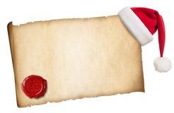 Παλαιά περγαμηνή με το καπέλο Santa και τη σφραγίδα κεριών Στοκ Εικόνες