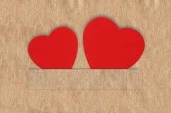 Παλαιά περγαμηνή σύστασης με δύο καρδιές στις αυλακώσεις Στοκ Εικόνα