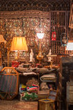 Παλαιά πράγματα και collectibles σε μια έκθεση γκαράζ Στοκ εικόνα με δικαίωμα ελεύθερης χρήσης