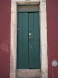 παλαιά πράσινη πόρτα ενός ιστορικού στοκ φωτογραφία